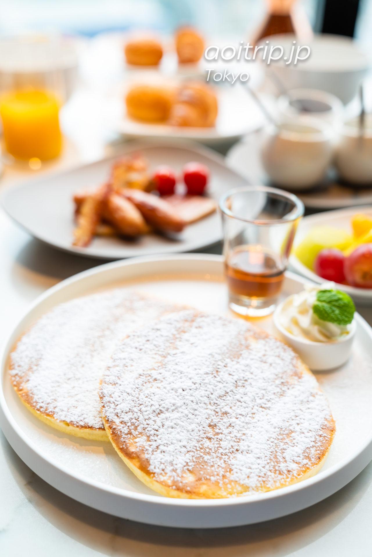 メズム東京のレストラン Chef's Theatre 朝食のリッチパンケーキ メープルシロップ Rich Pancake with maple syrup