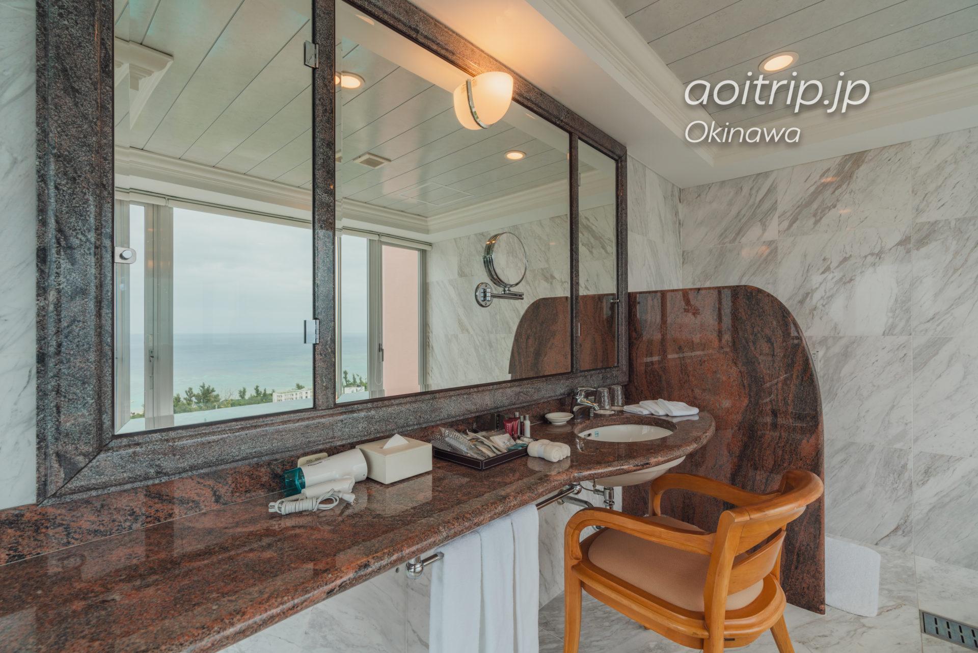 オキナワ マリオット リゾート & スパの洗面台