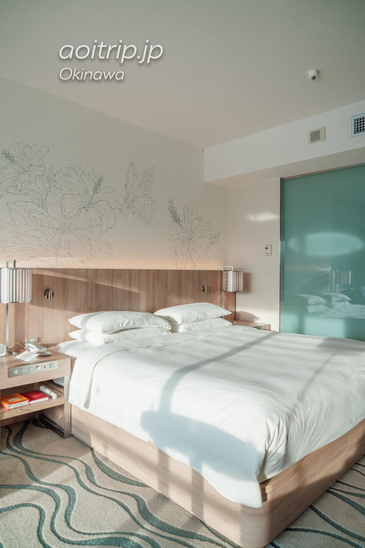 ルネッサンスリゾート オキナワの客室バルコニーから望むオーシャンビュー