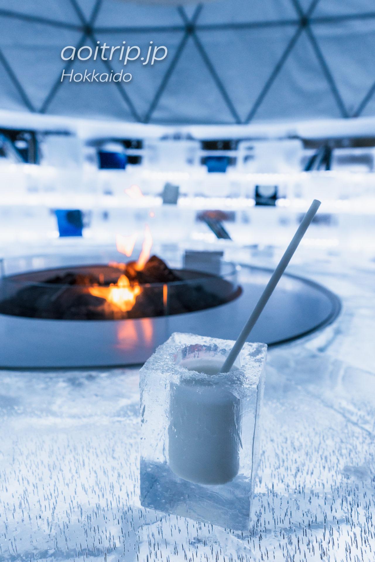 アイスヴィレッジの氷のMilk Cafe 氷のグラスのアイスミルク