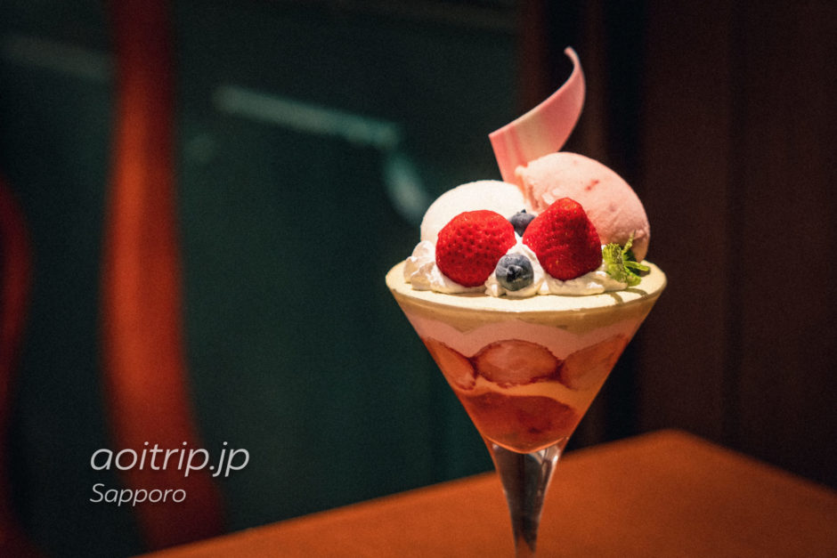 札幌イシヤカフェ ISHIYA CAFÉのパフェ ストロベリー&ピスタチオ
