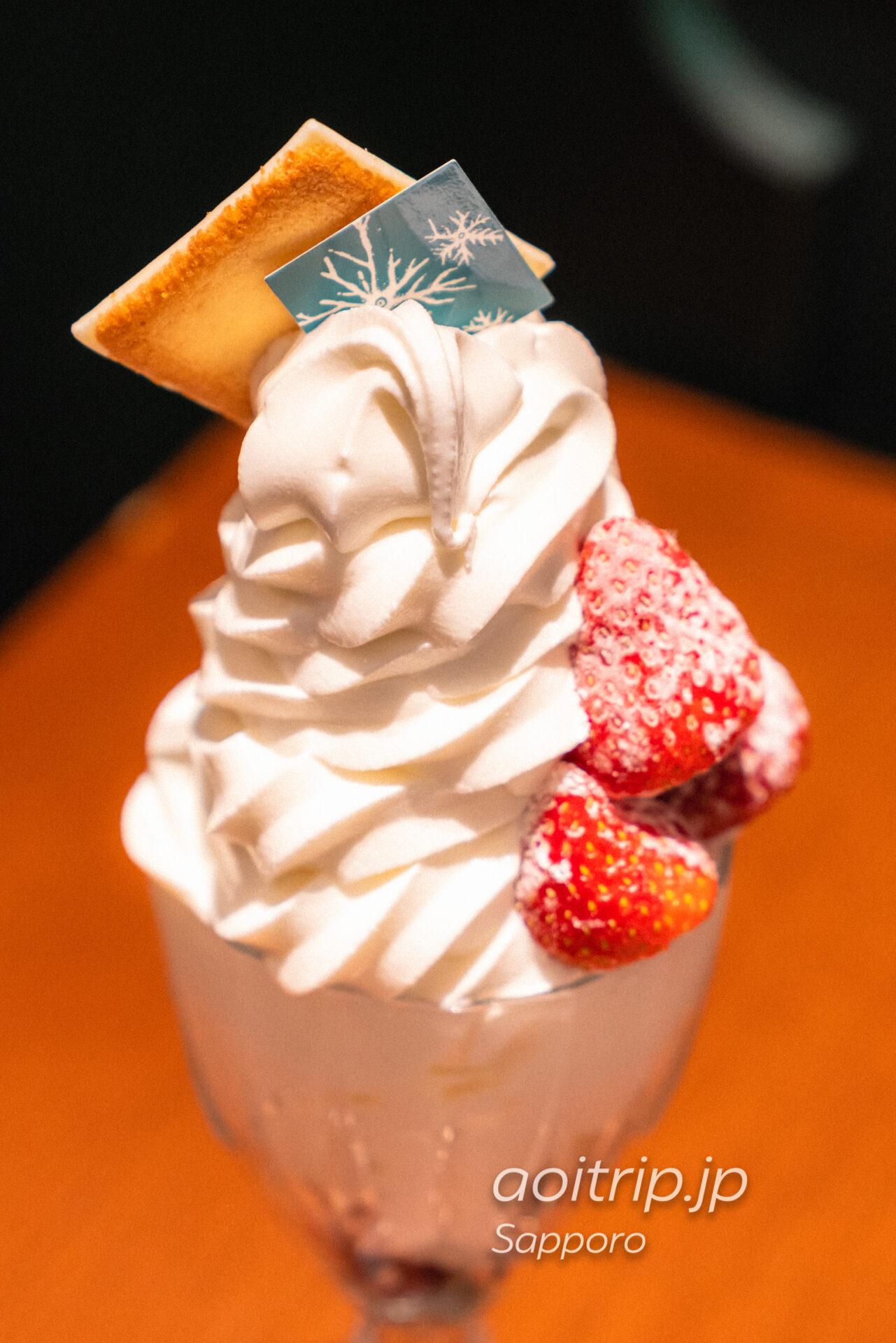 札幌イシヤカフェの白い恋人ソフトクリームパフェ