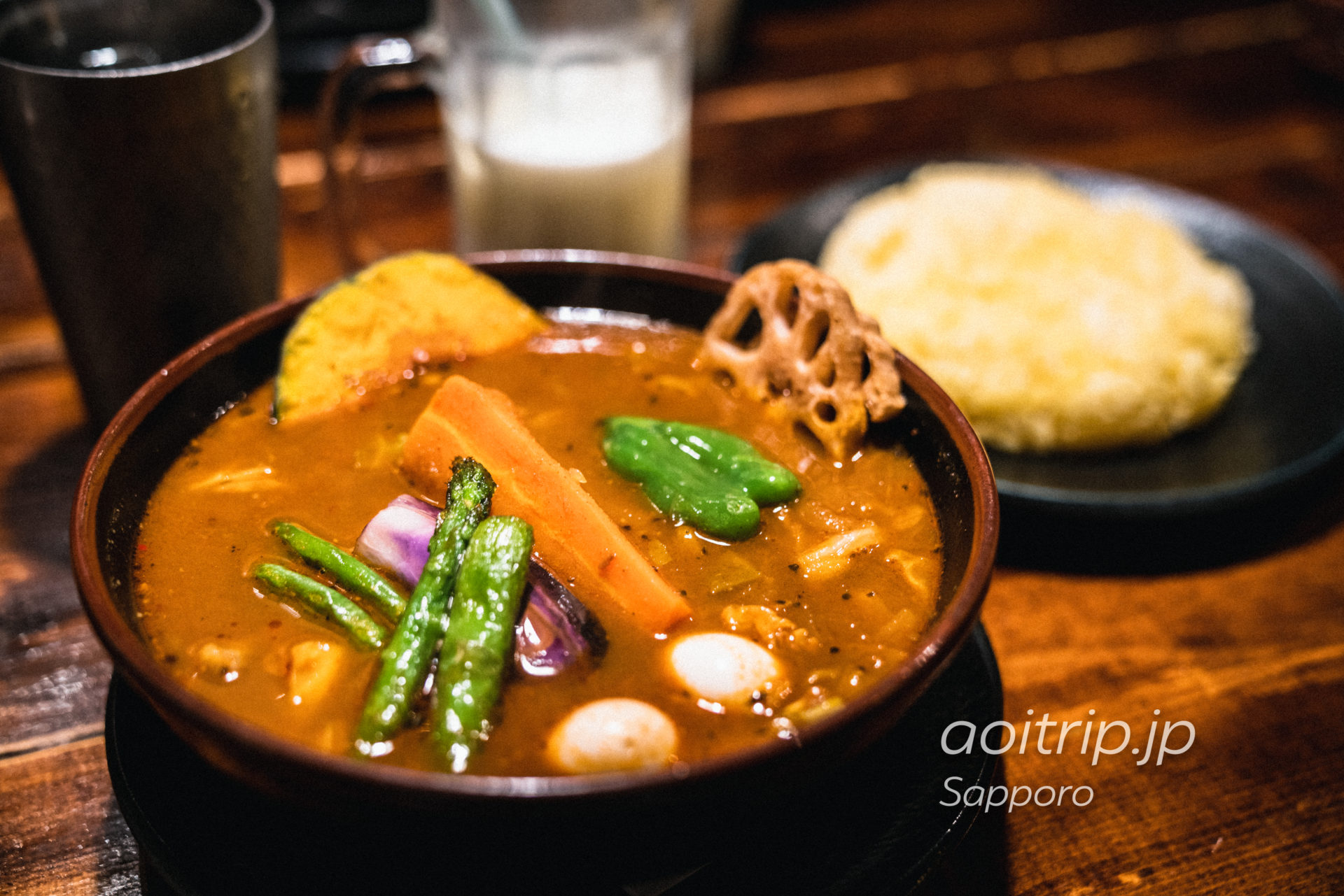 札幌の南4条西10丁目にあるスープカレーの人気店「ラマイ(RAMAI)」具沢山のチキンスープカレー
