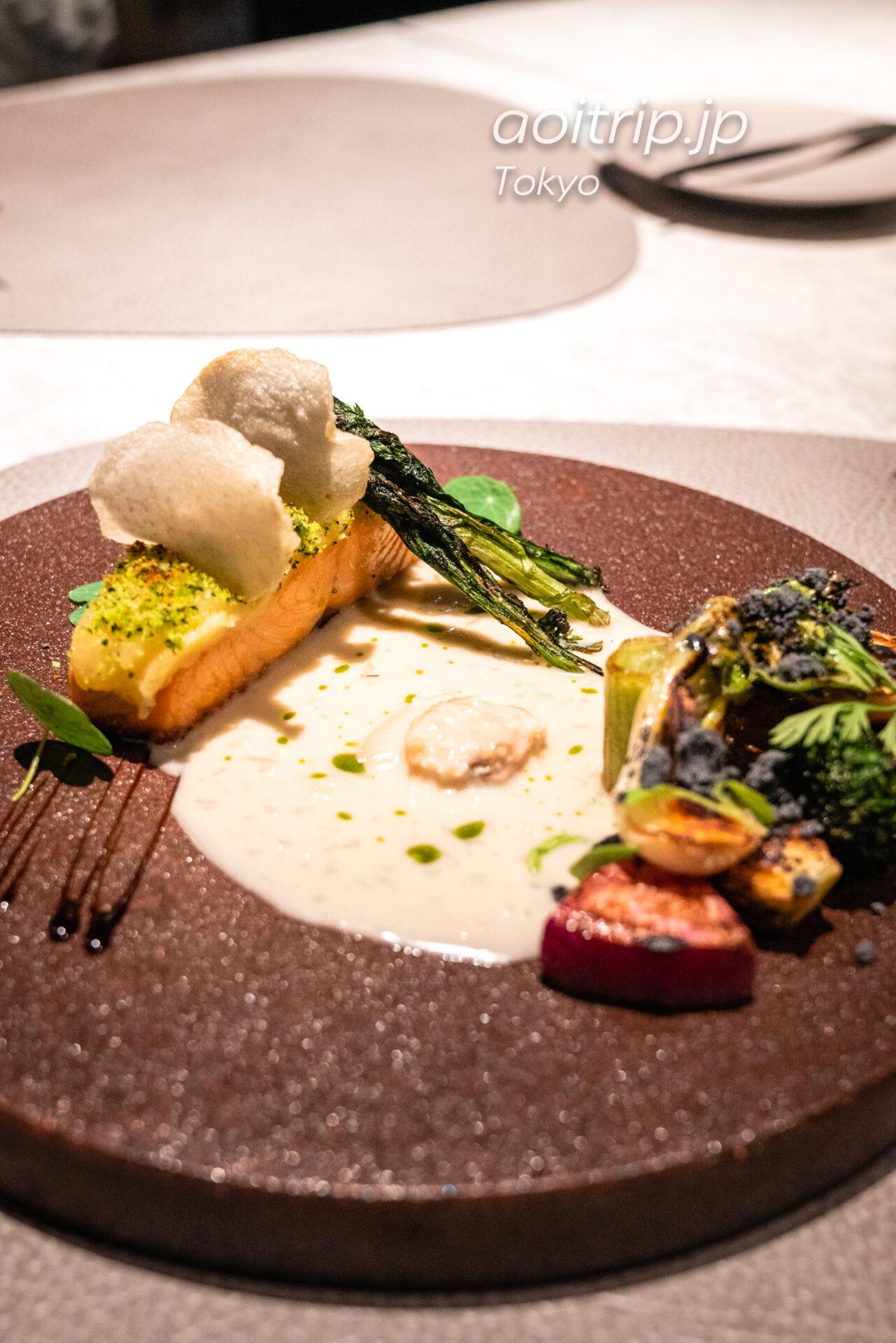 レストラン AC Kitchen ノルウェーサーモンと二年熟成ジャガイモのペルシヤード春菊風味 蛤のバターソースで