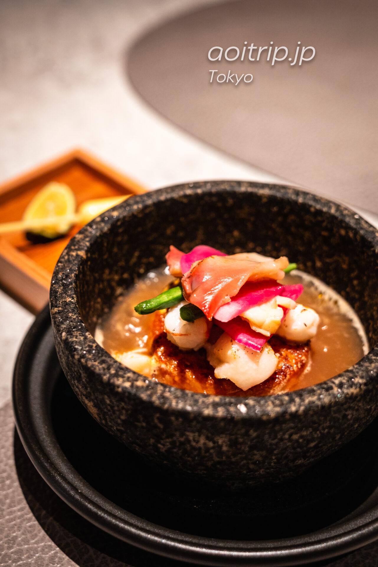 レストラン AC Kitchen 魚介類の石焼きパエリア 熱々魚介スープを注いでリゾット風に