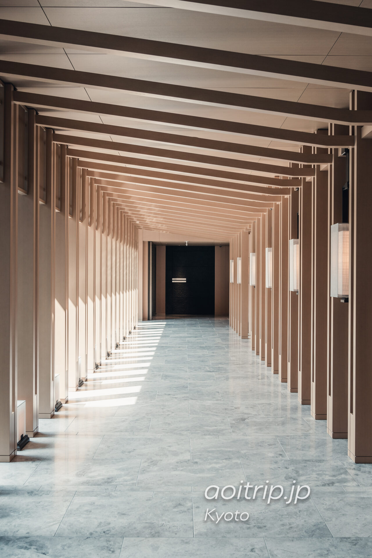 HOTEL THE MITSUI KYOTO 千本鳥居からインスピレーションを得た通路