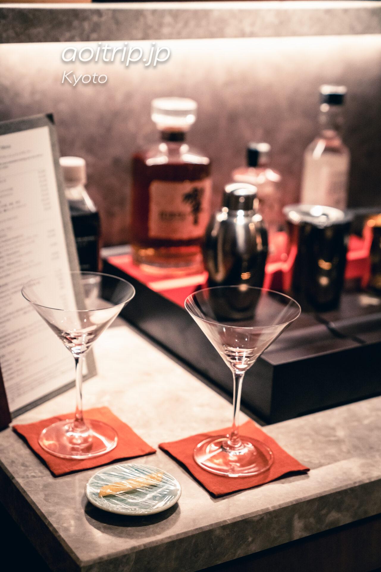 HOTEL THE MITSUI KYOTO ターンダウンサービス ミニバーのカクテルグラスとオレンジピール