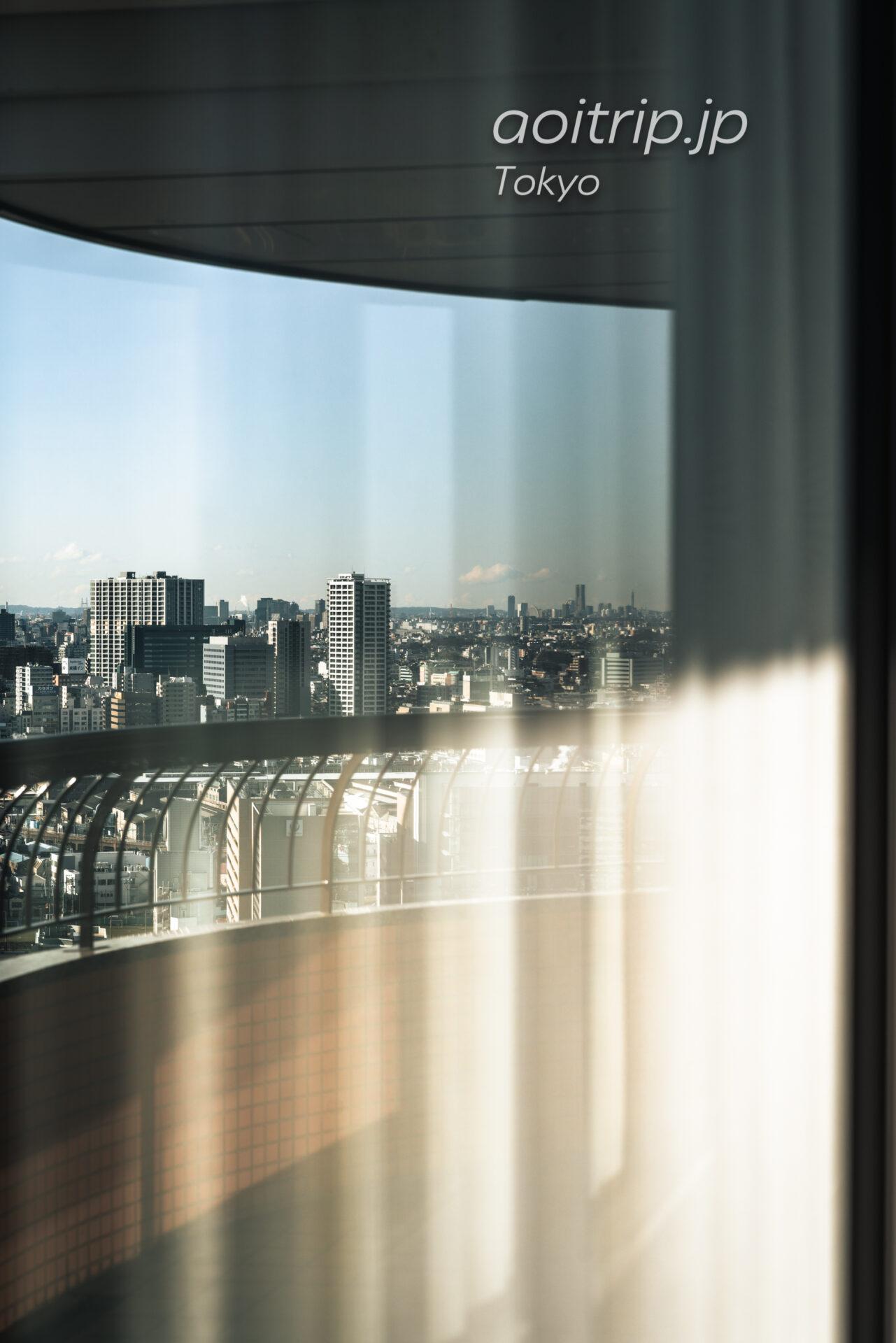 東京マリオットホテルの客室から横浜方面を望む