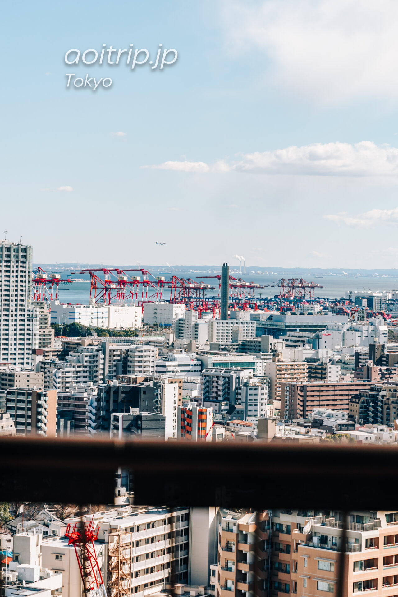 東京マリオットホテルの客室から羽田空港方面を望む