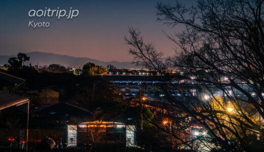 京都嵐山 夜明けの渡月橋と枝垂れ桜と朝日
