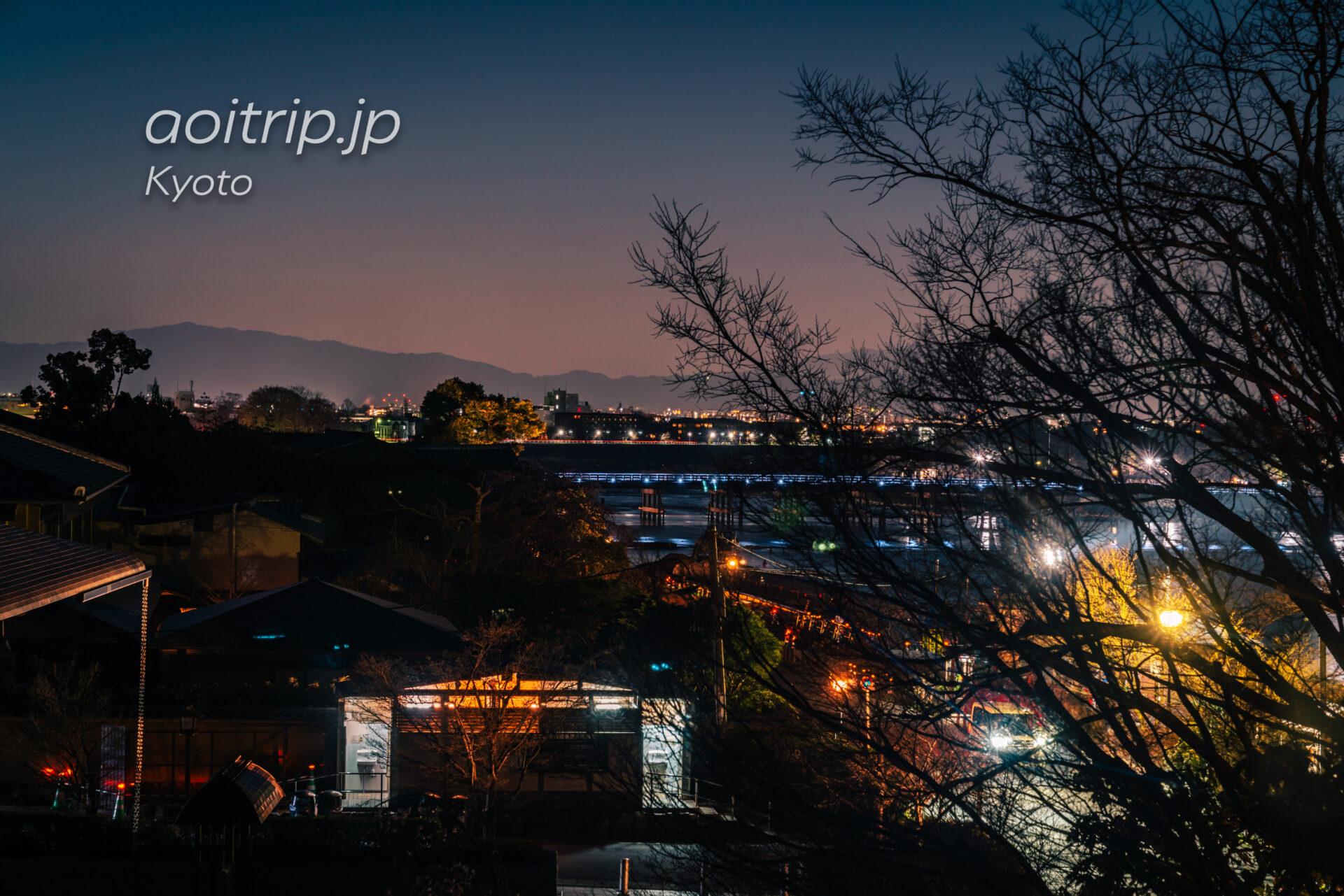 京都嵐山 夜明けの渡月橋と桜と朝日