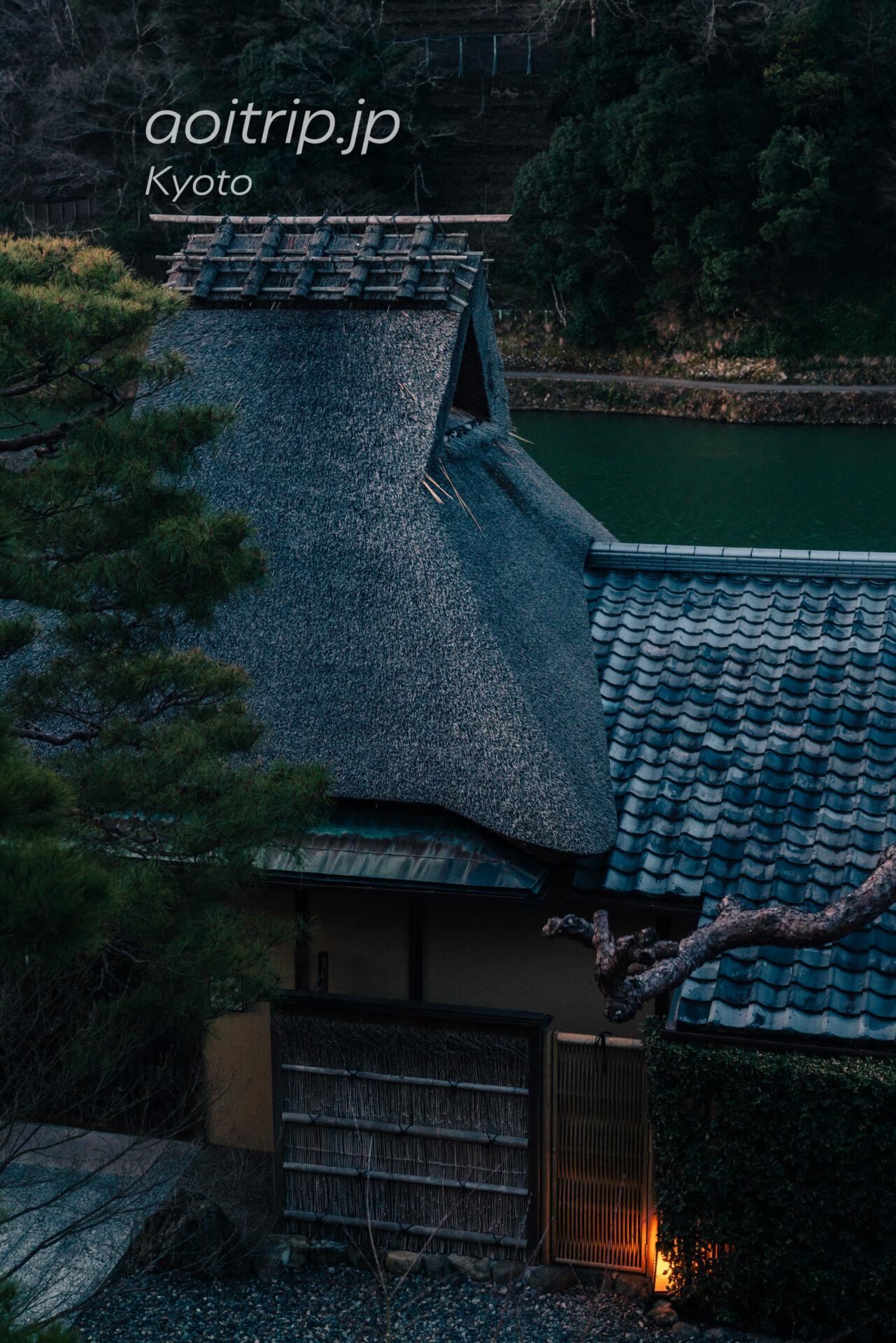 翠嵐ラグジュアリーコレクション京都のプルデンシャルスイートから望む茶寮八翠