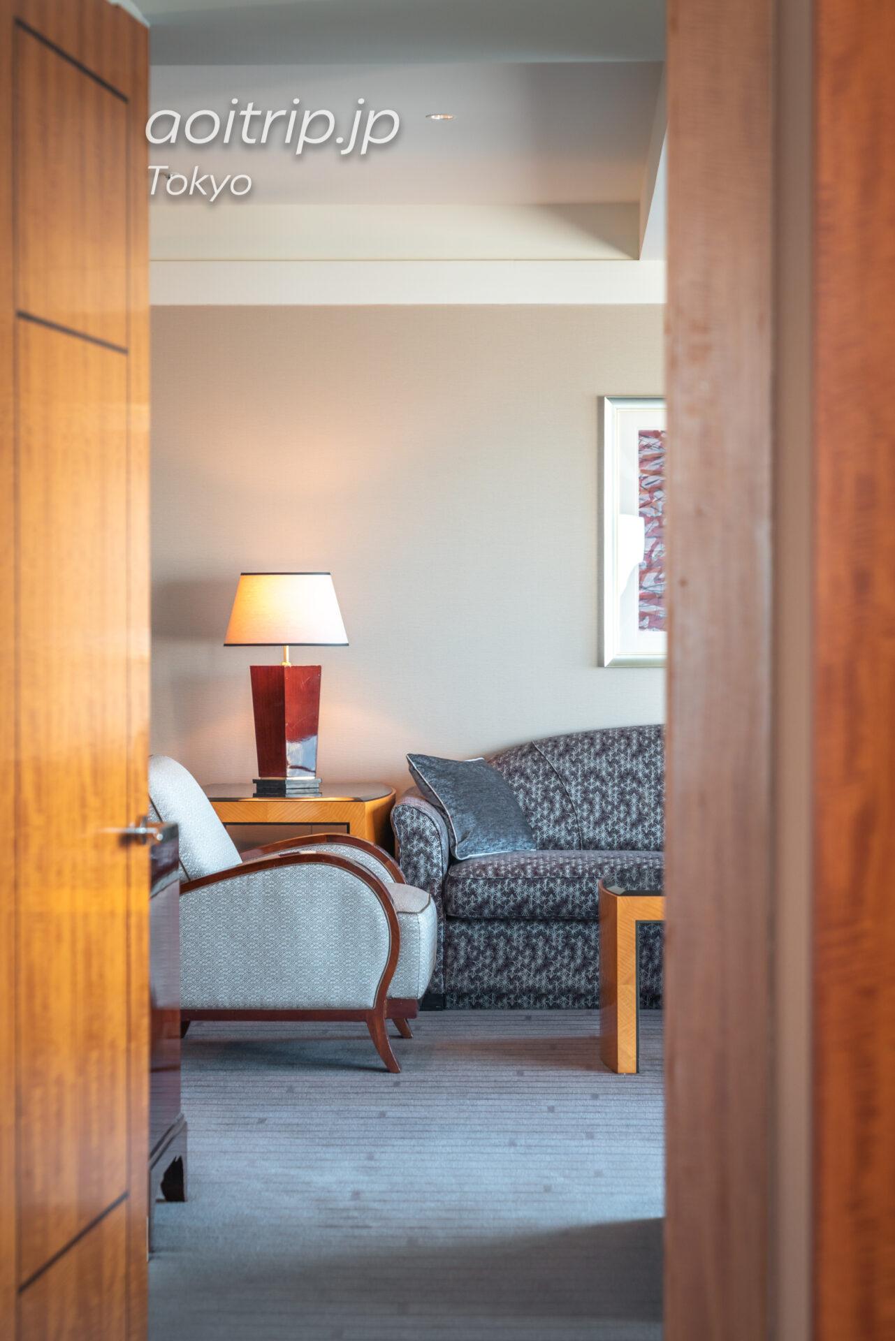 ザ リッツ カールトン東京 スイートルームの客室 カールトンスイート リビングルーム