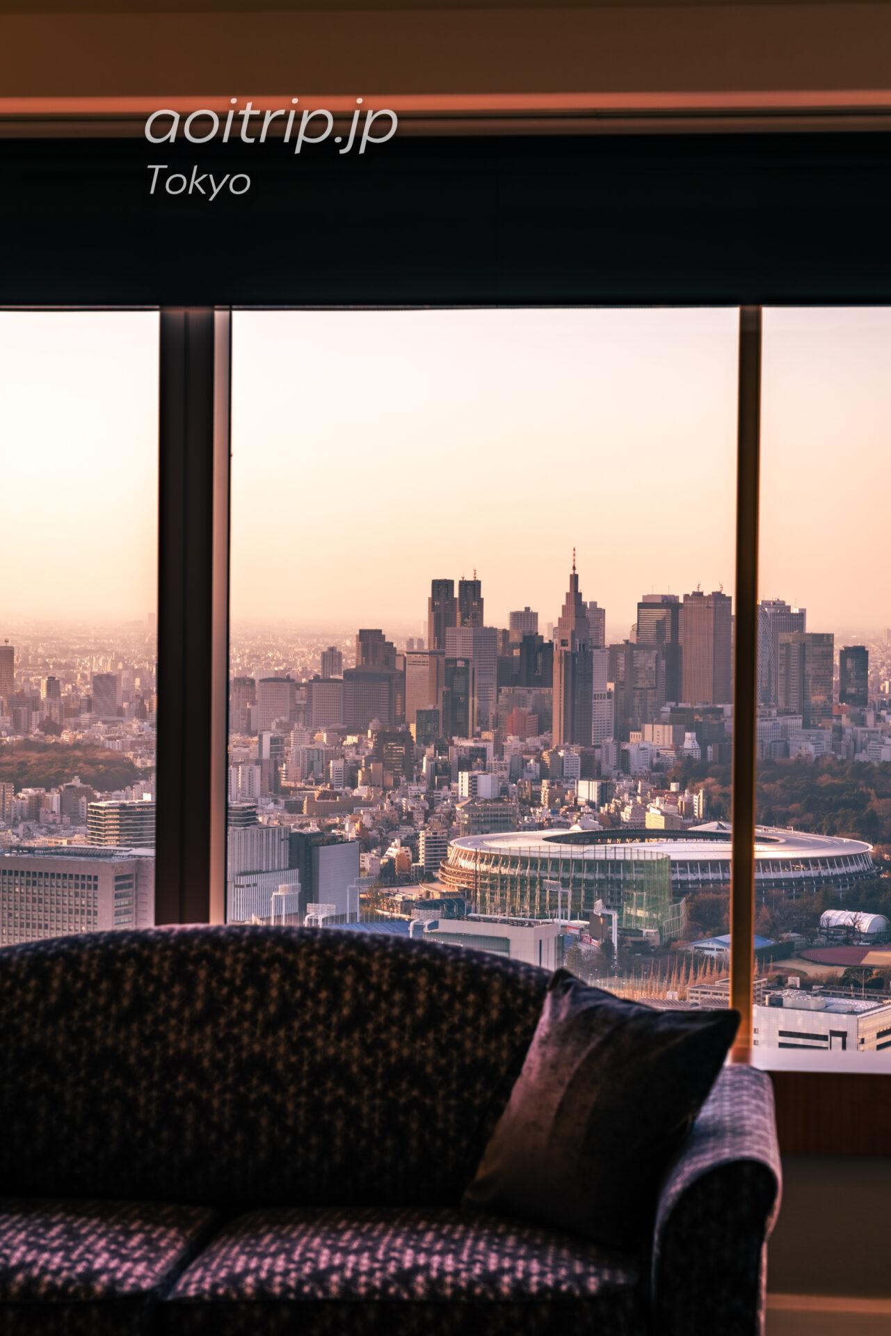 ザ リッツ カールトン東京 スイートルームの客室 カールトンスイートから望む新国立競技場と新宿の摩天楼