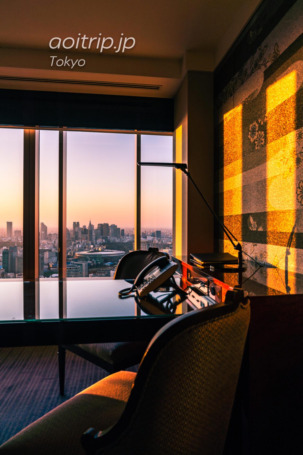 ザ リッツ カールトン東京 スイートルームの客室 カールトンスイート ワークデスク