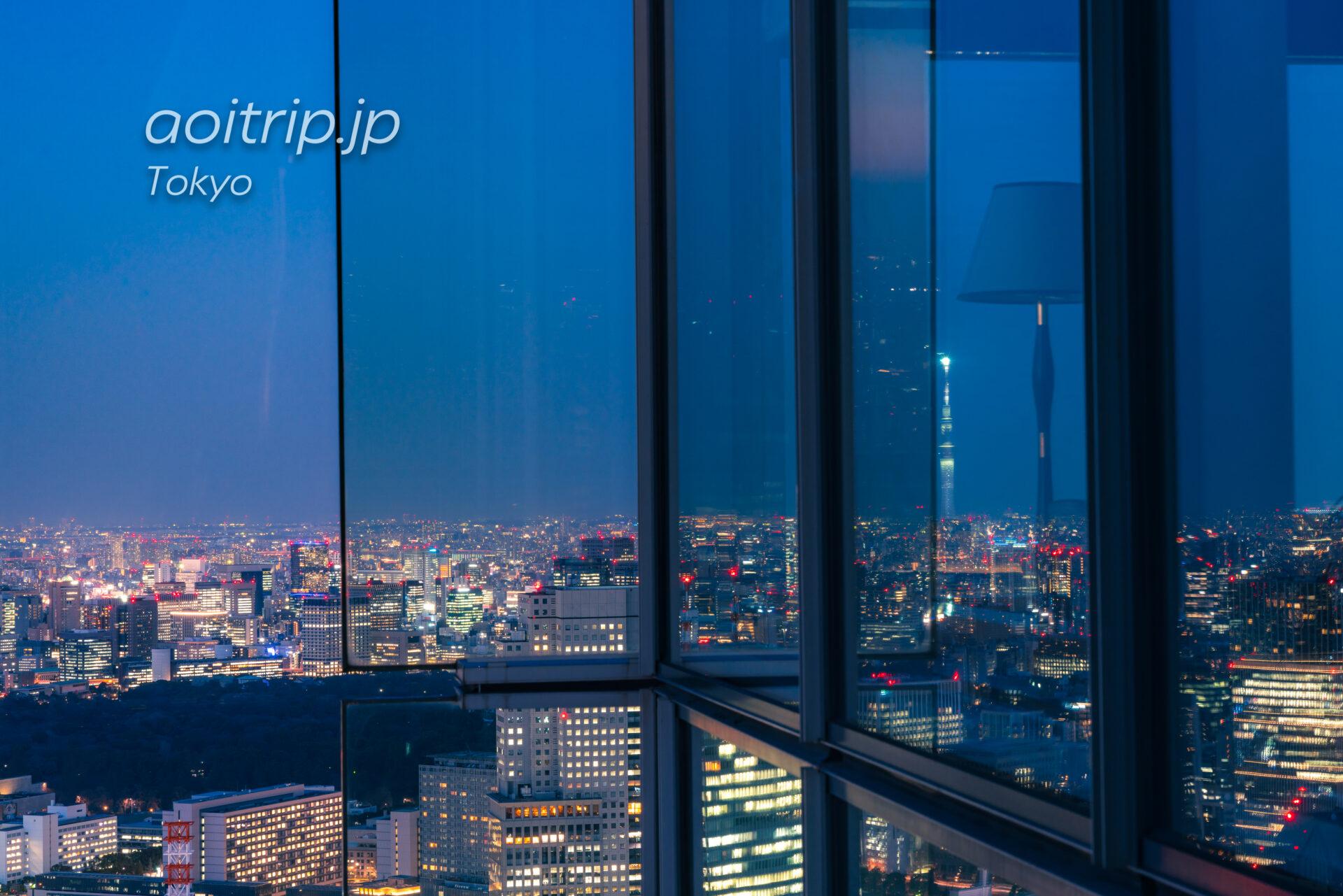 ザ リッツ カールトン東京から望む皇居と東京スカイツリーの夜景