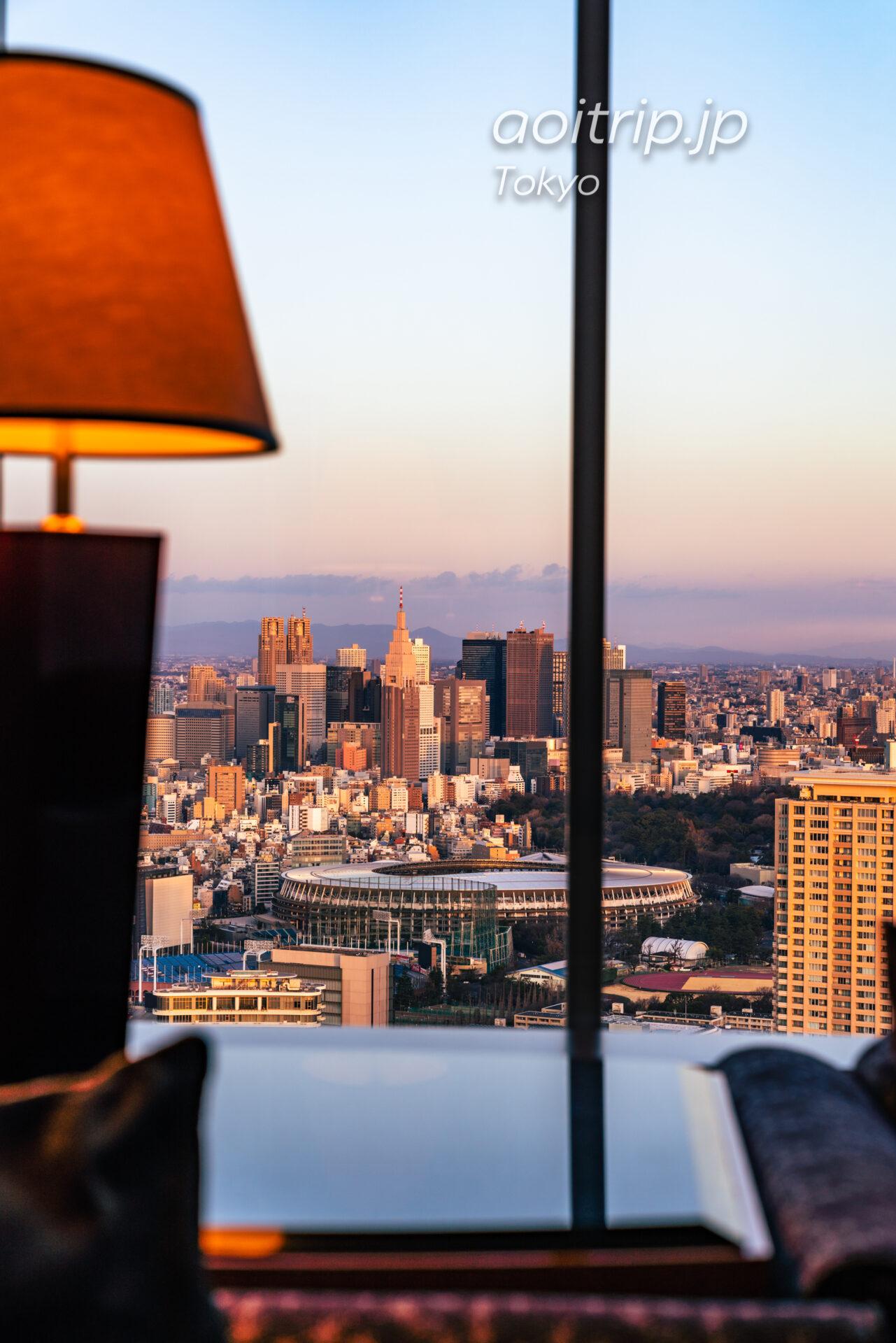 ザ リッツ カールトン東京 スイートルームの客室 カールトンスイートから望む新宿副都心の眺望