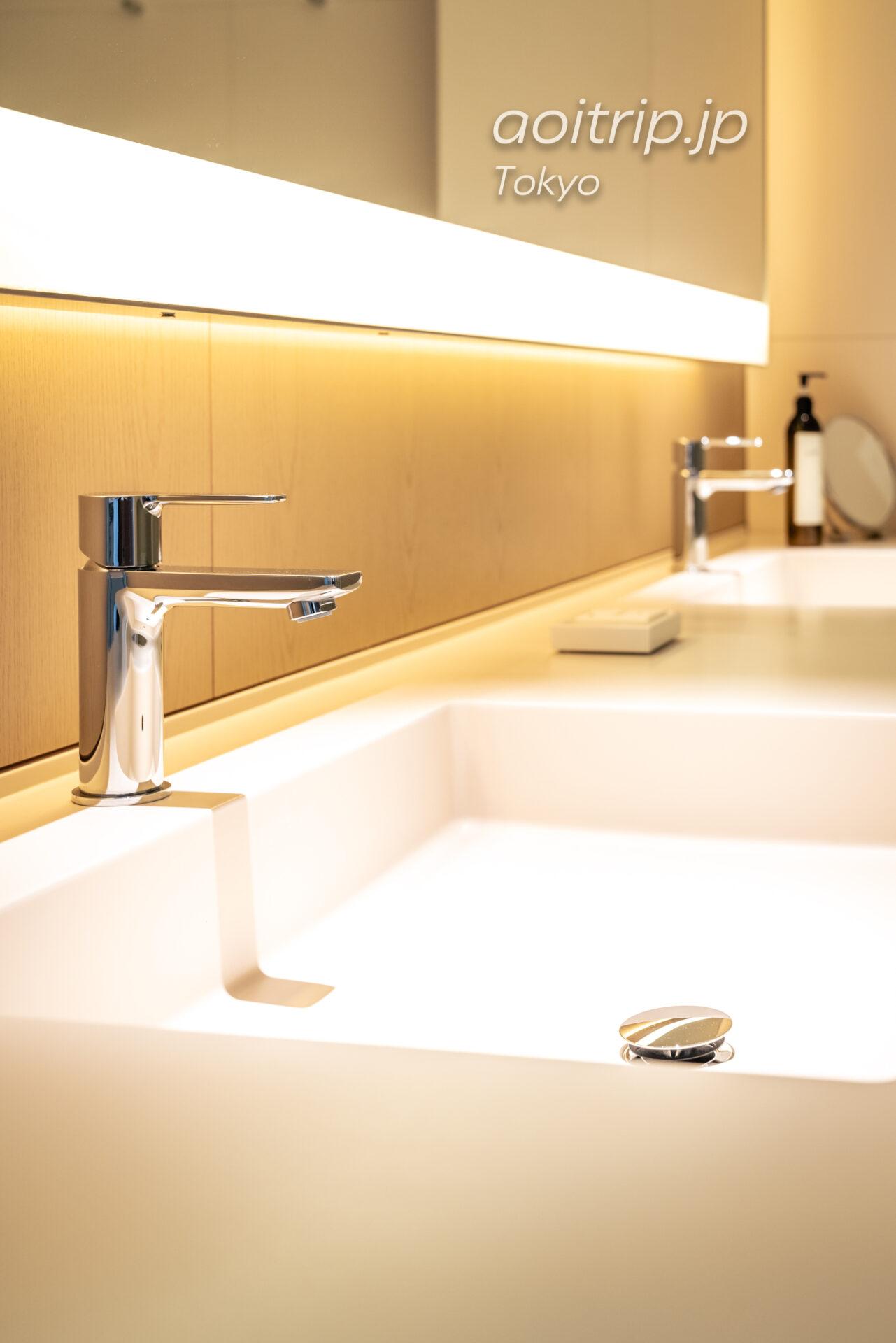 東京エディション虎ノ門のバスルーム 洗面台