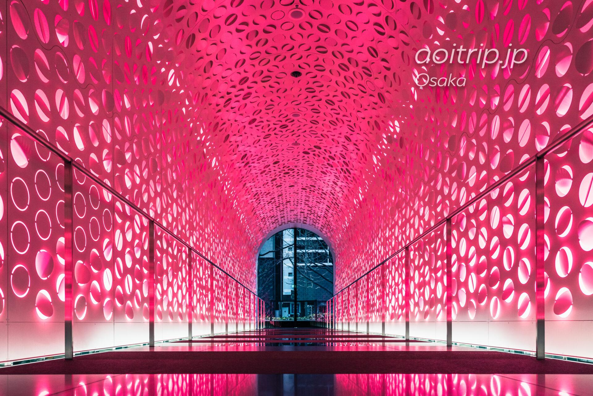 W大阪 1Fピンクネオンの通路 春バージョン