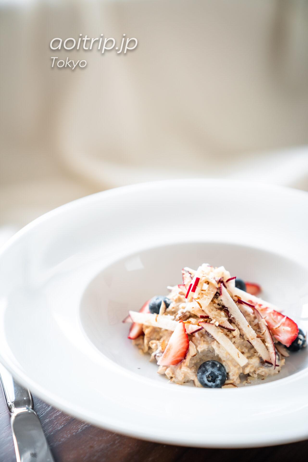 東京エディション虎ノ門 インルームダイニングの朝食 In Room Dining ホームメイドミューズリー