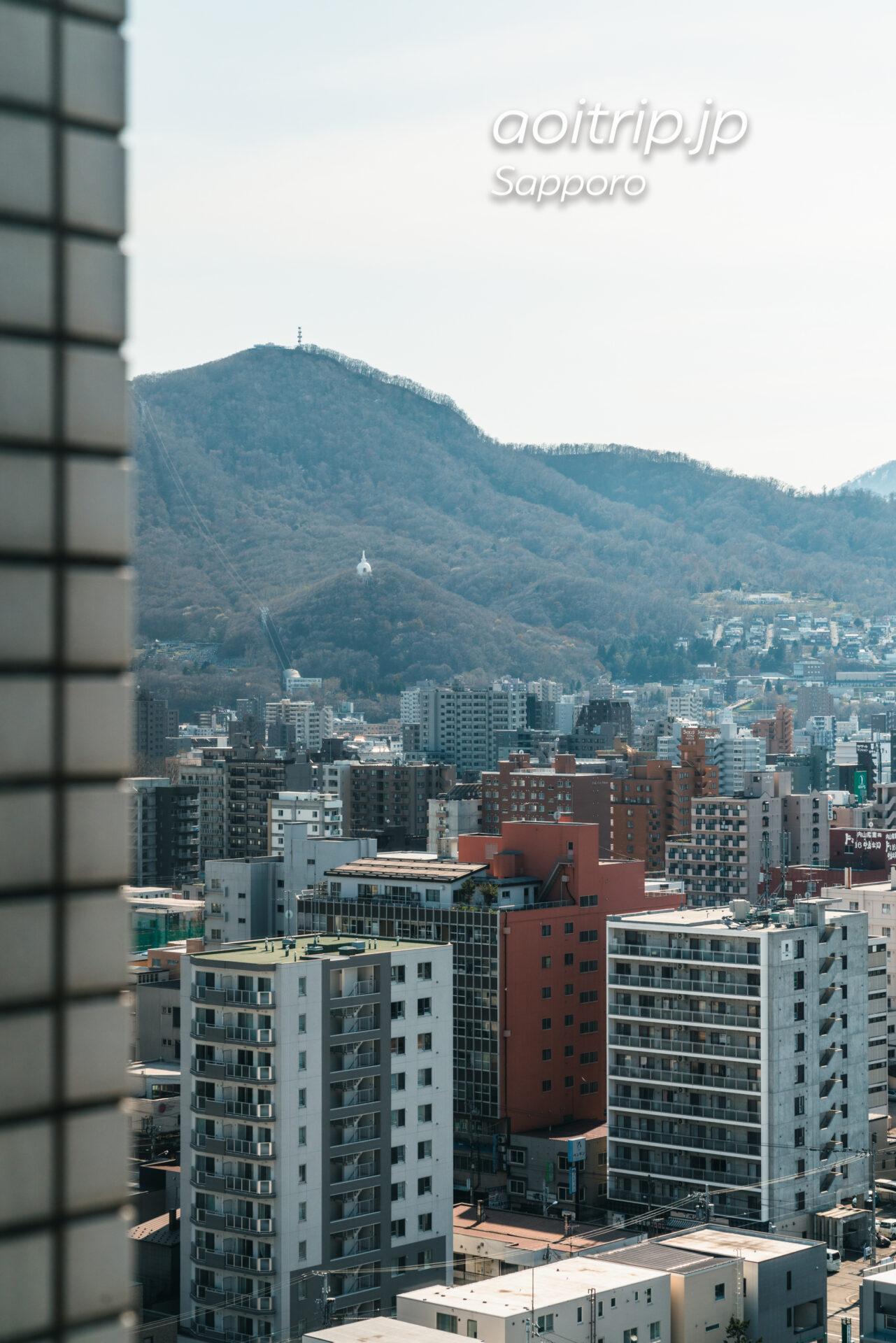 プレミアホテル中島公園札幌 西向き客室からの眺望。藻岩山