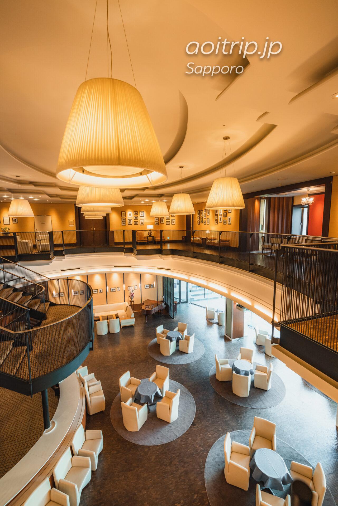 プレミアホテル札幌中島公園 1Fのラウンジ「カフェ・セゾン」吹き抜け