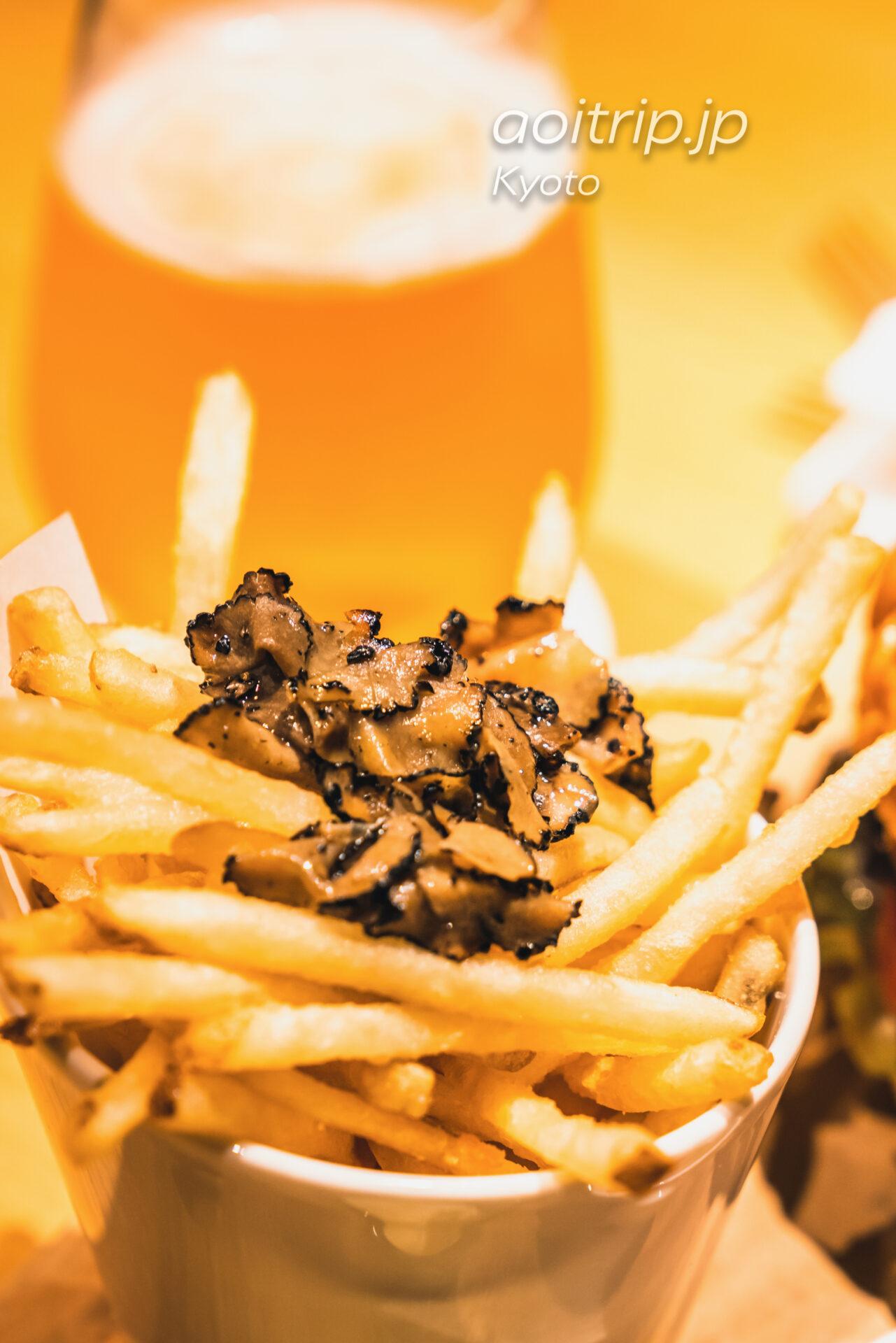 ザ リッツカールトン京都のインルームダイニンング シェフのおすすめ 黒毛和牛ビーフバーガーの付け合わせ黒トリュフフライドポテト