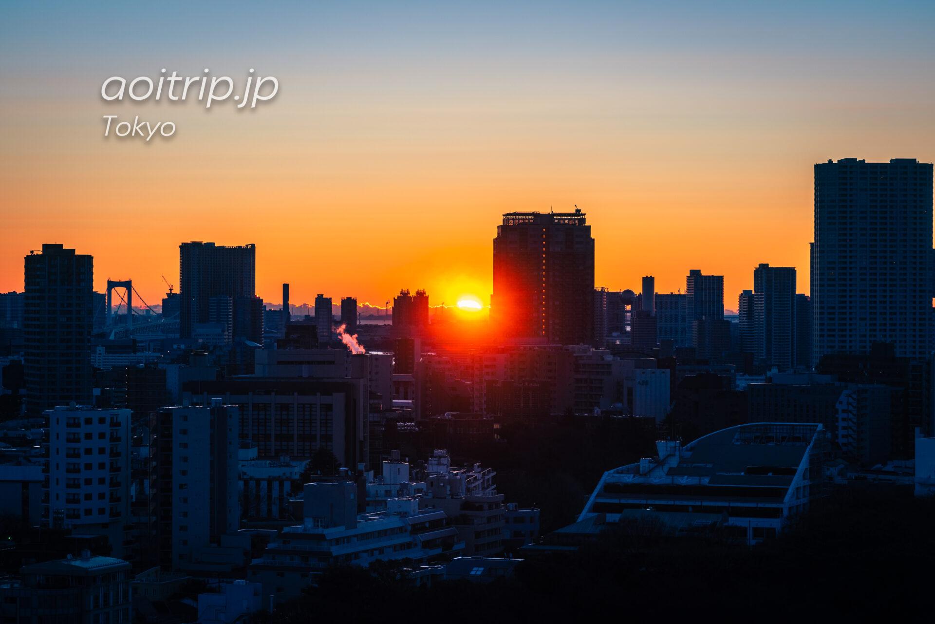 ザ ウェスティン ホテル 東京のスイートルーム客室から望む東京と朝日