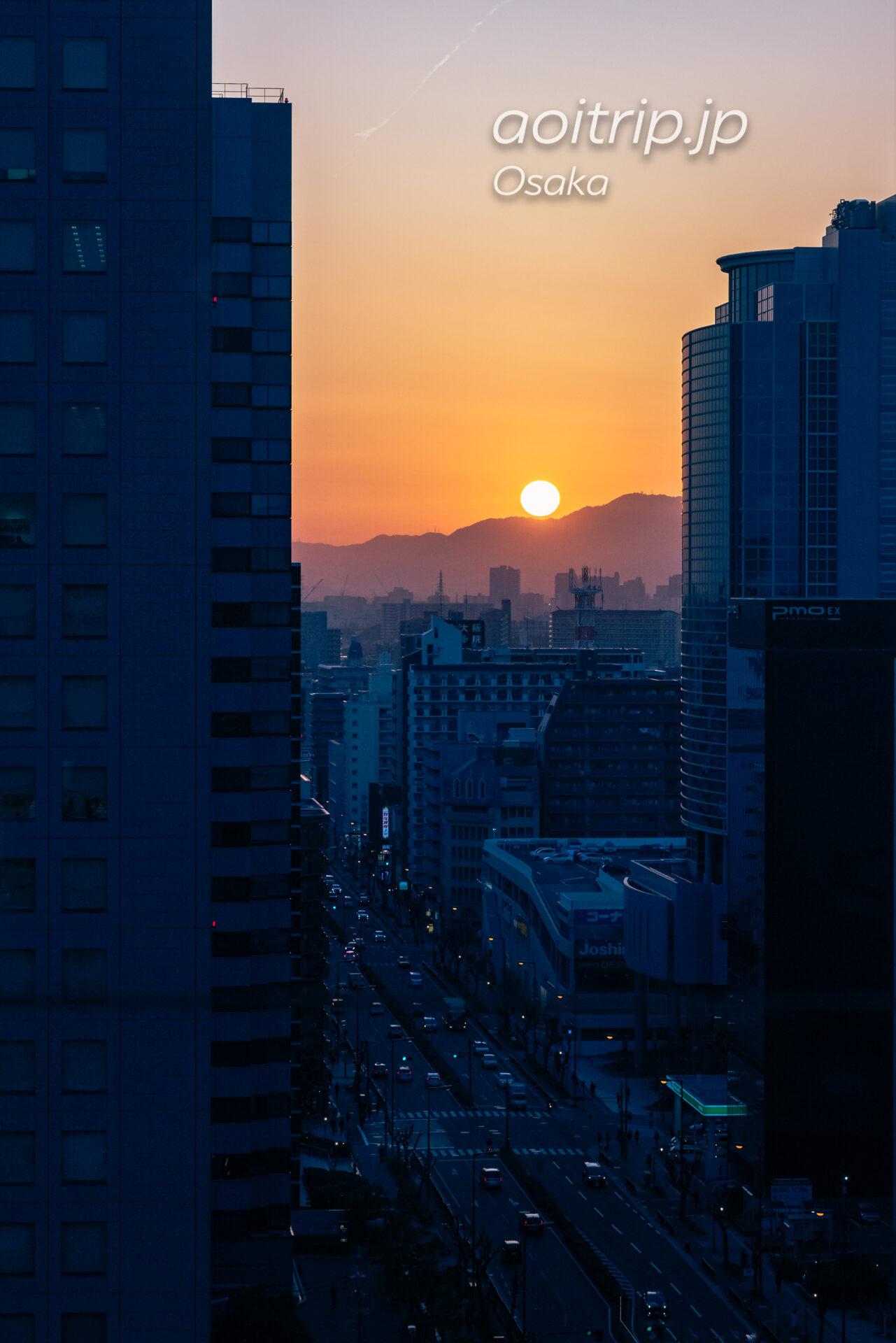 コートヤード バイ マリオット新大阪ステーション Courtyard Shin Osaka Station 19Fのクラブラウンジからの眺望 六甲山地と夕日