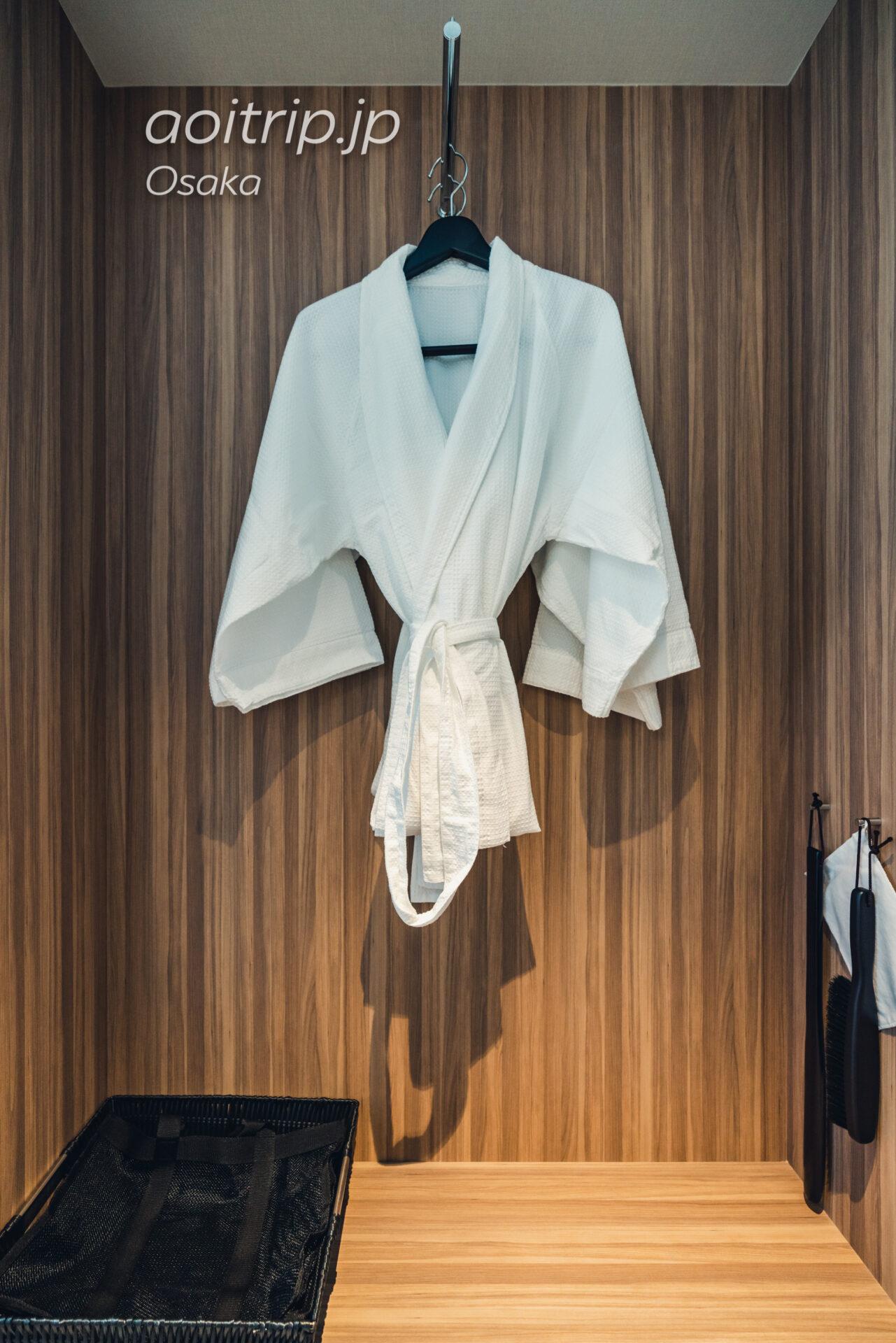 コートヤード バイ マリオット大阪本町|Courtyard Osaka Honmachi ビューキング(シャワーのみ) 高層階 View King Shower only Guest room, 1 King, City view, High floor バスローブ