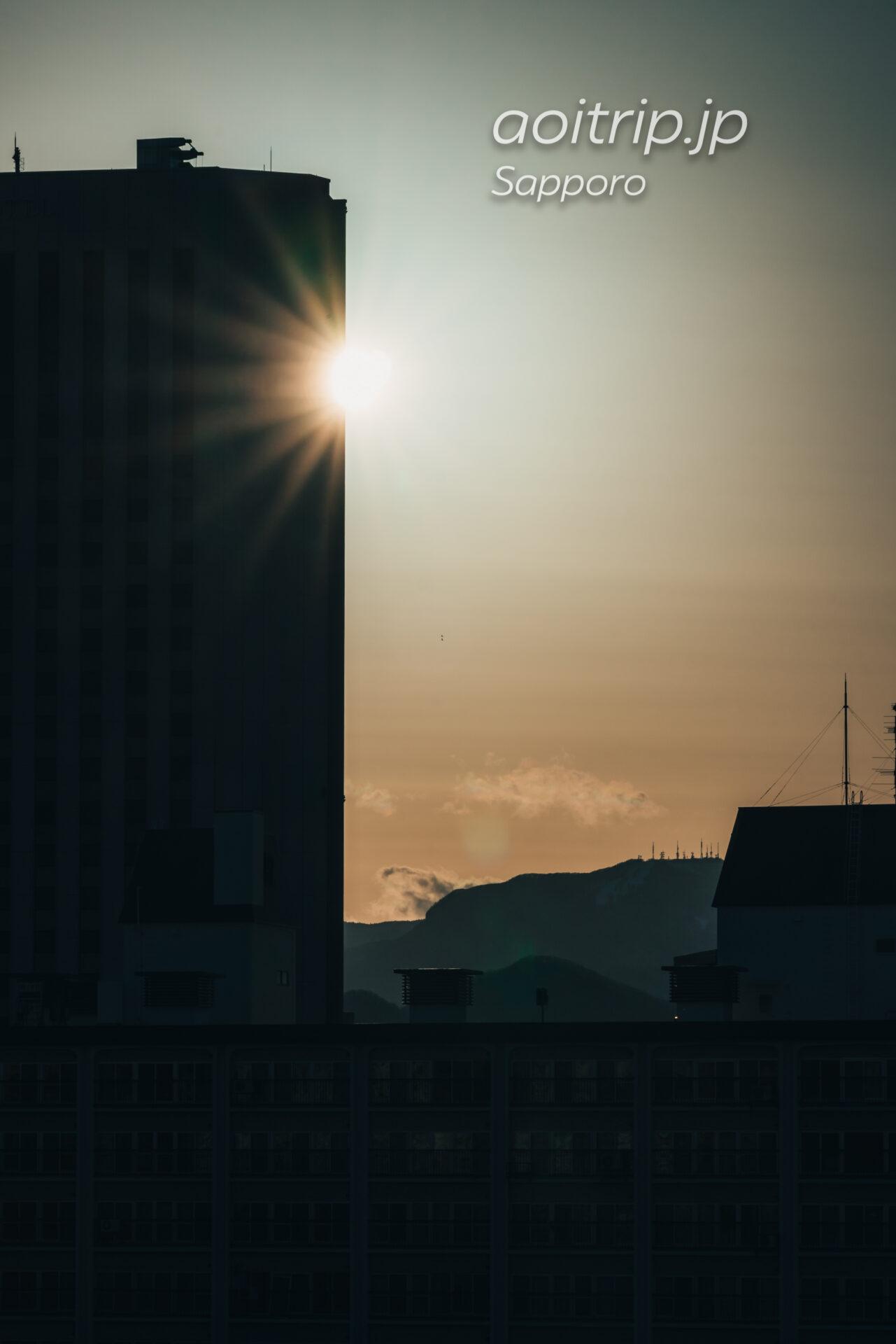 札幌パークホテルの客室 スーペリアクイーンダブルから望む手稲山と夕日