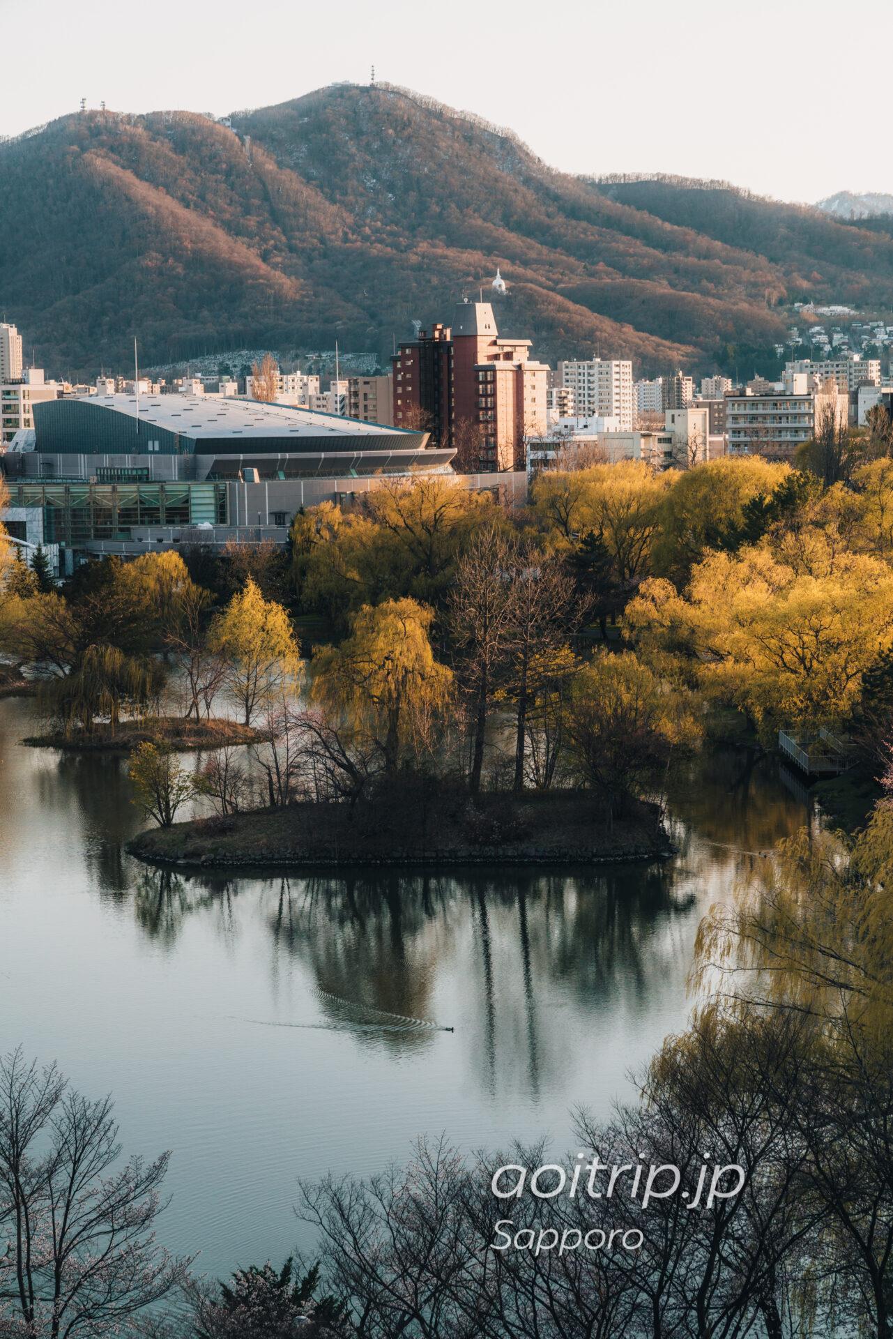 札幌パークホテルの客室 スーペリアクイーンダブルから望む中島公園・藻岩山の眺望・景色