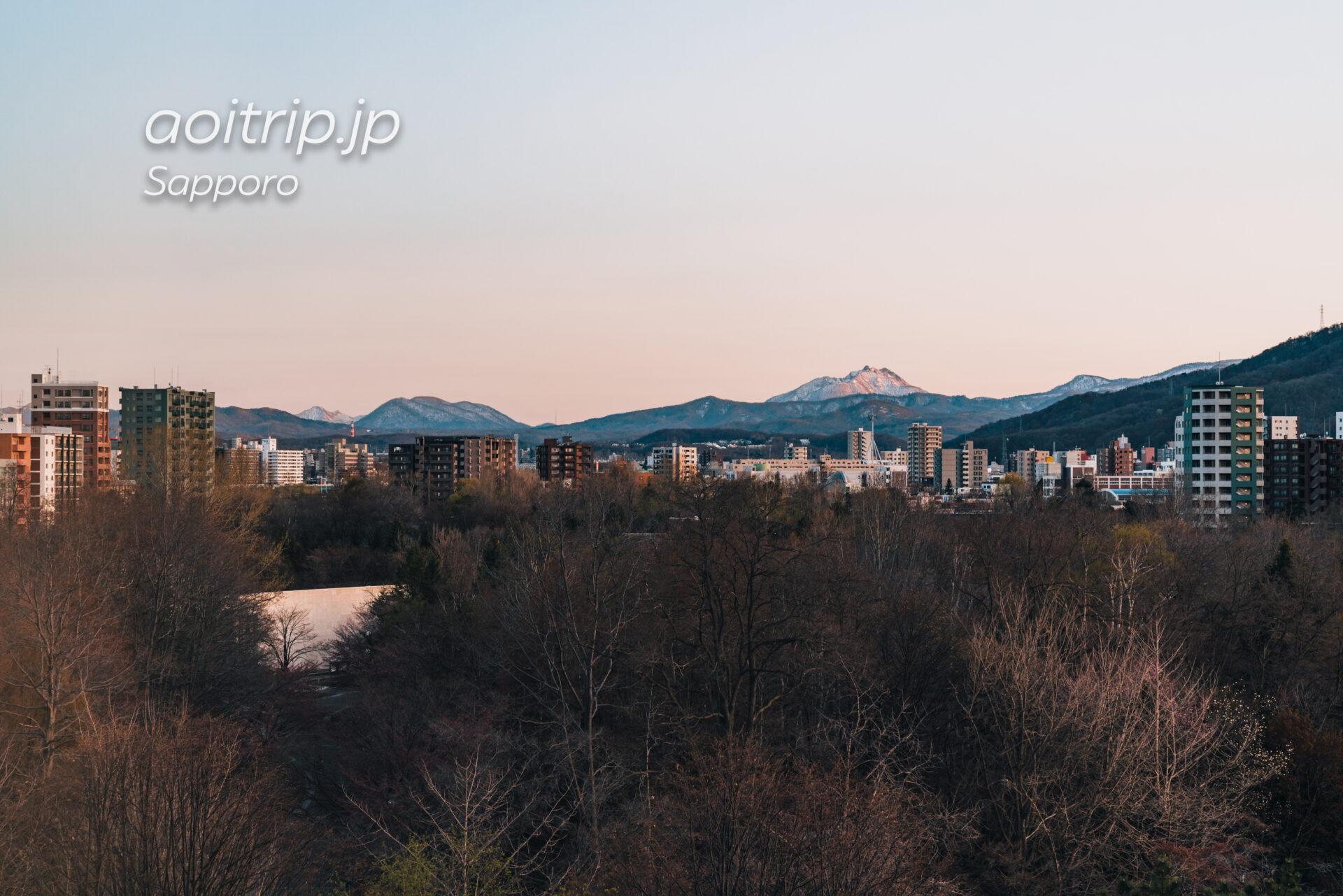 札幌パークホテルの客室 スーペリアクイーンダブルから望む風不死岳と恵庭岳