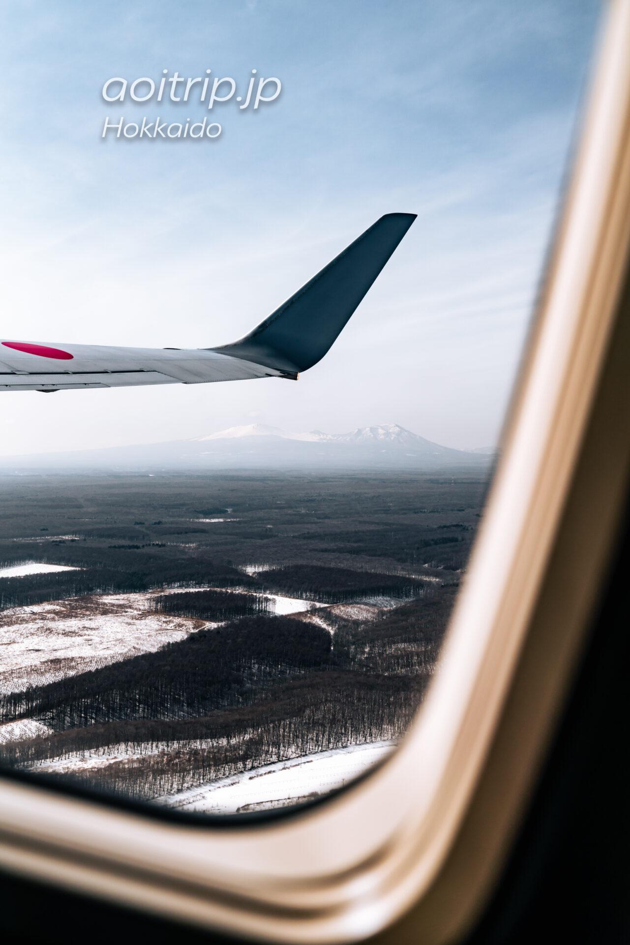 北海道の航空写真 飛行機の窓から 3月 支笏洞爺国立公園の眺望 樽前山と風不死岳