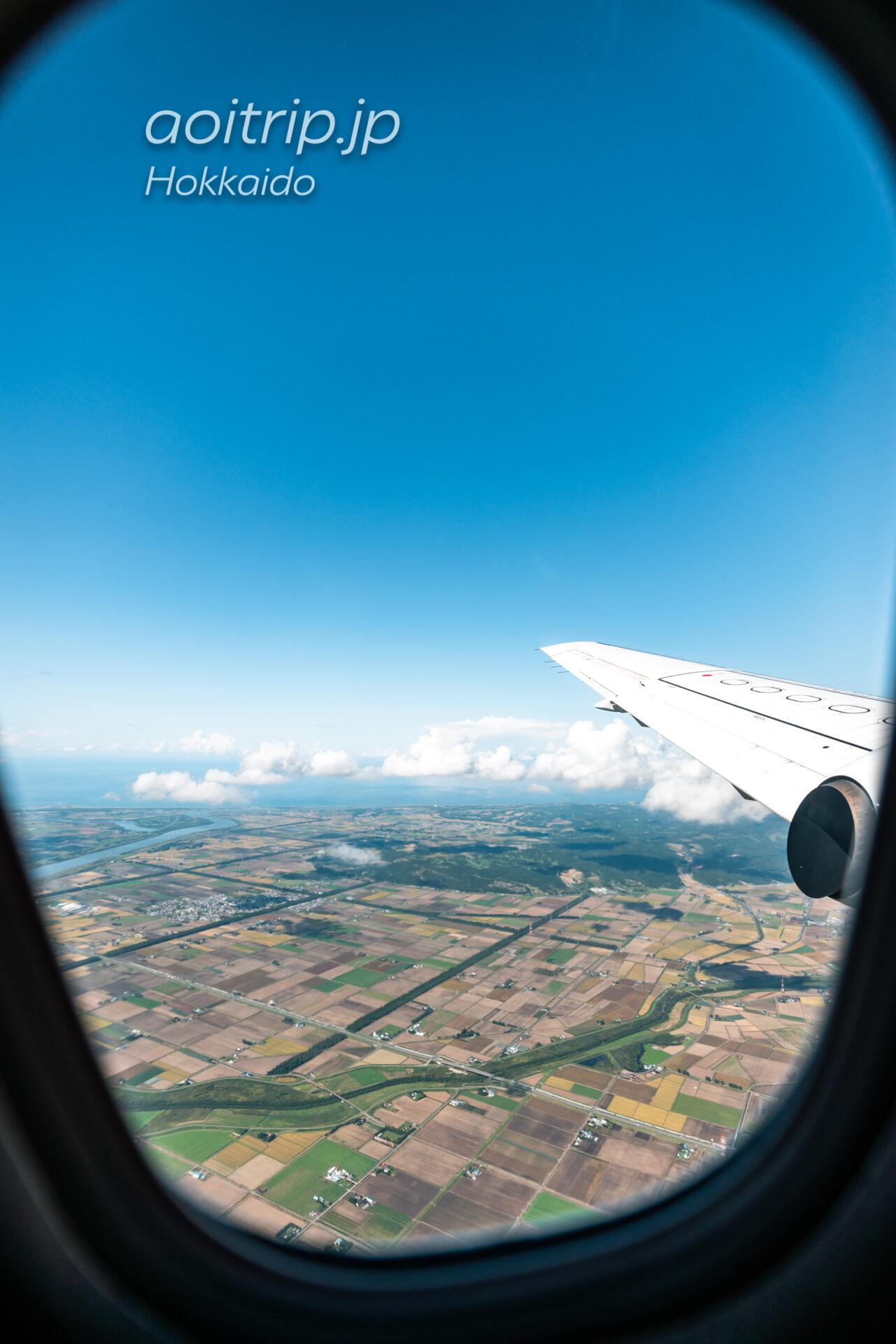 丘珠空港を出発した機内からマクンベツ湿原、はまなすの丘公園を望む