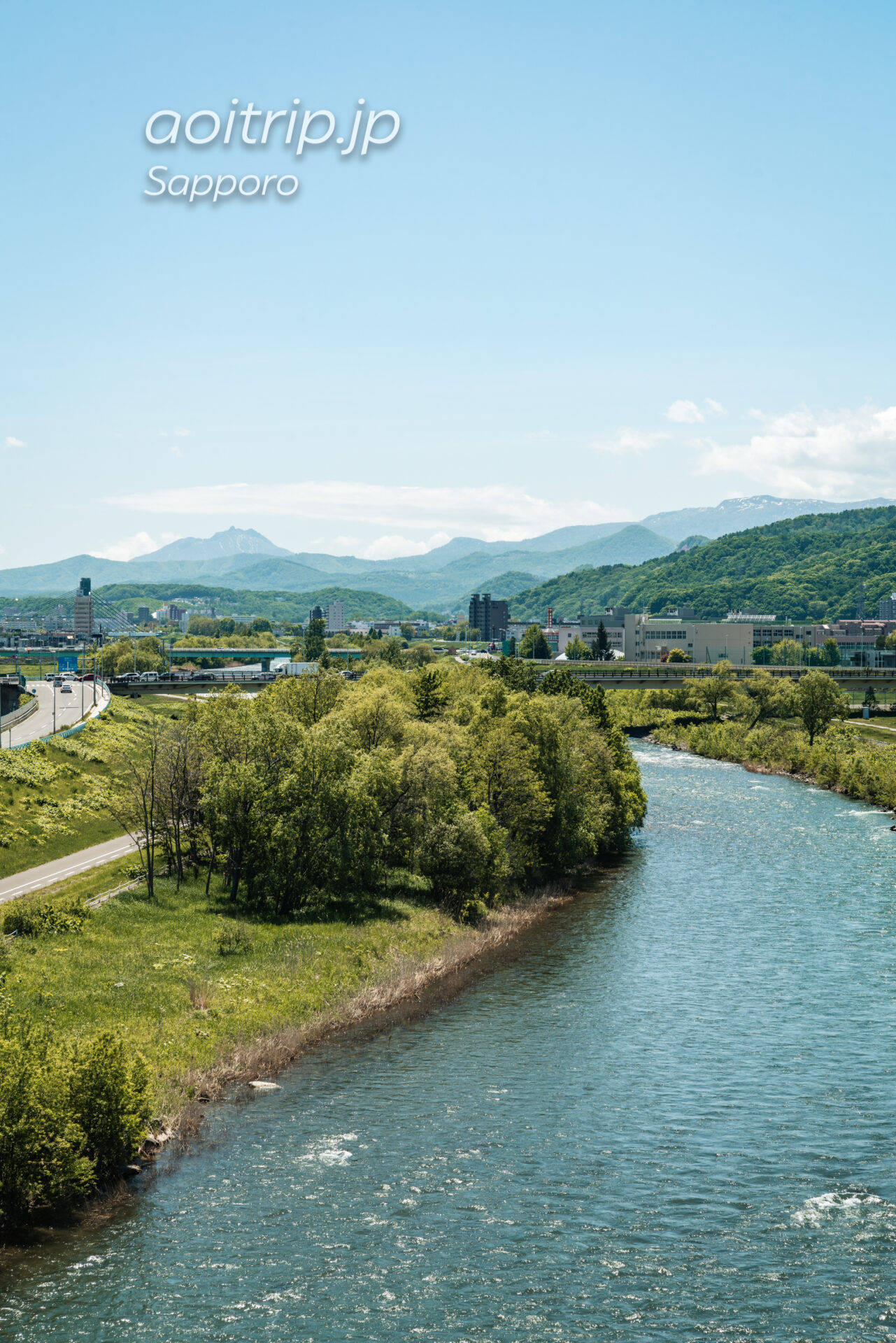 札幌の幌平橋から望む恵庭岳