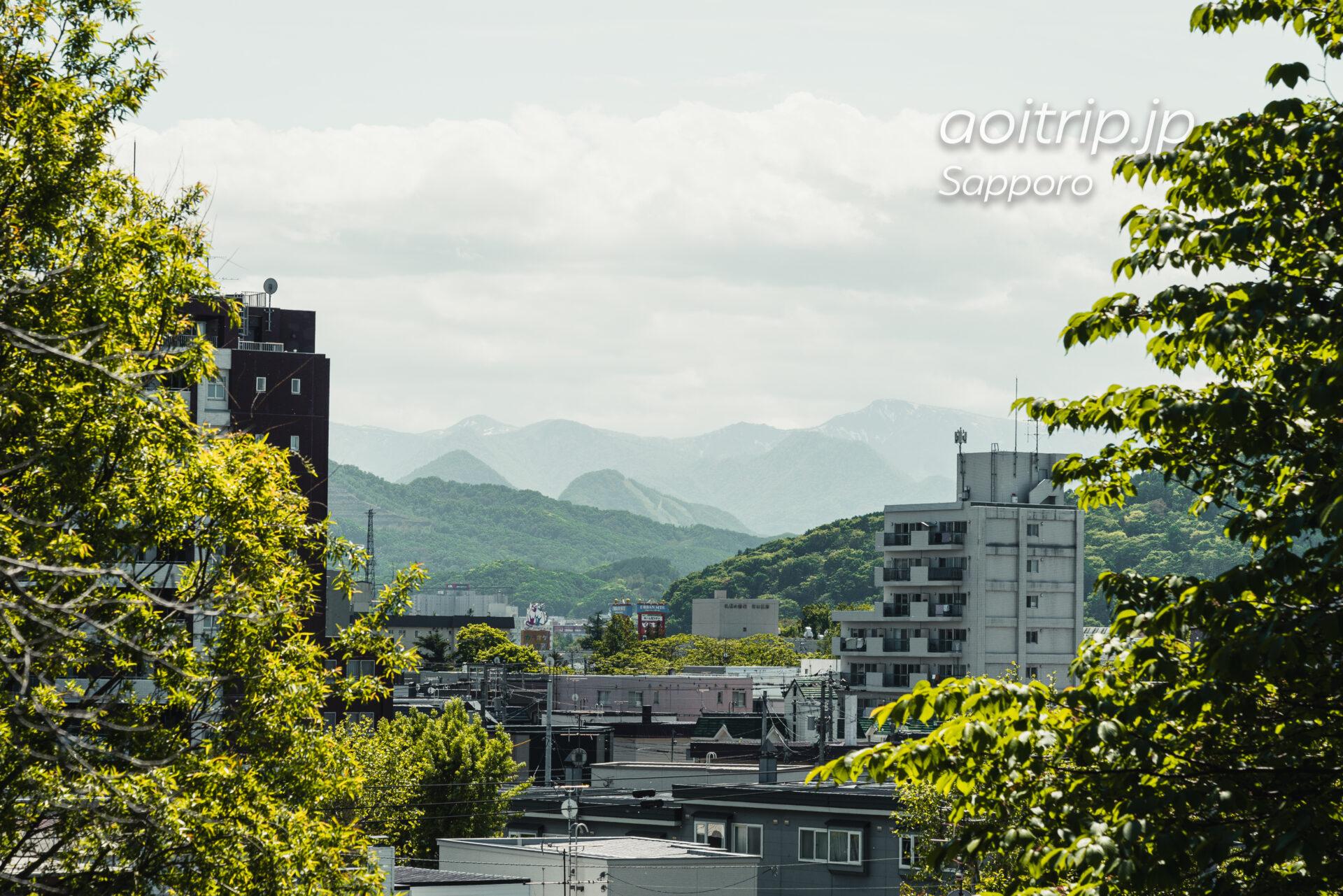 天神山緑地から望む札幌岳