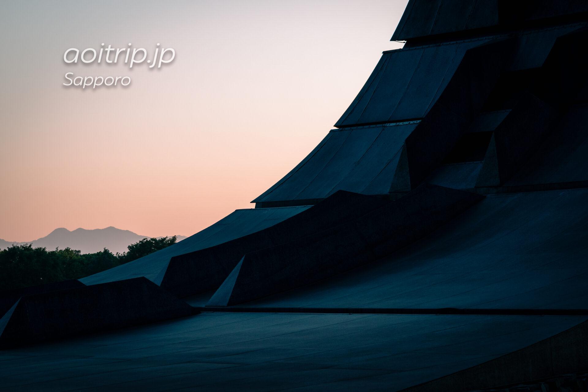 北海道百年記念塔から望む烏帽子岳、百松沢山。