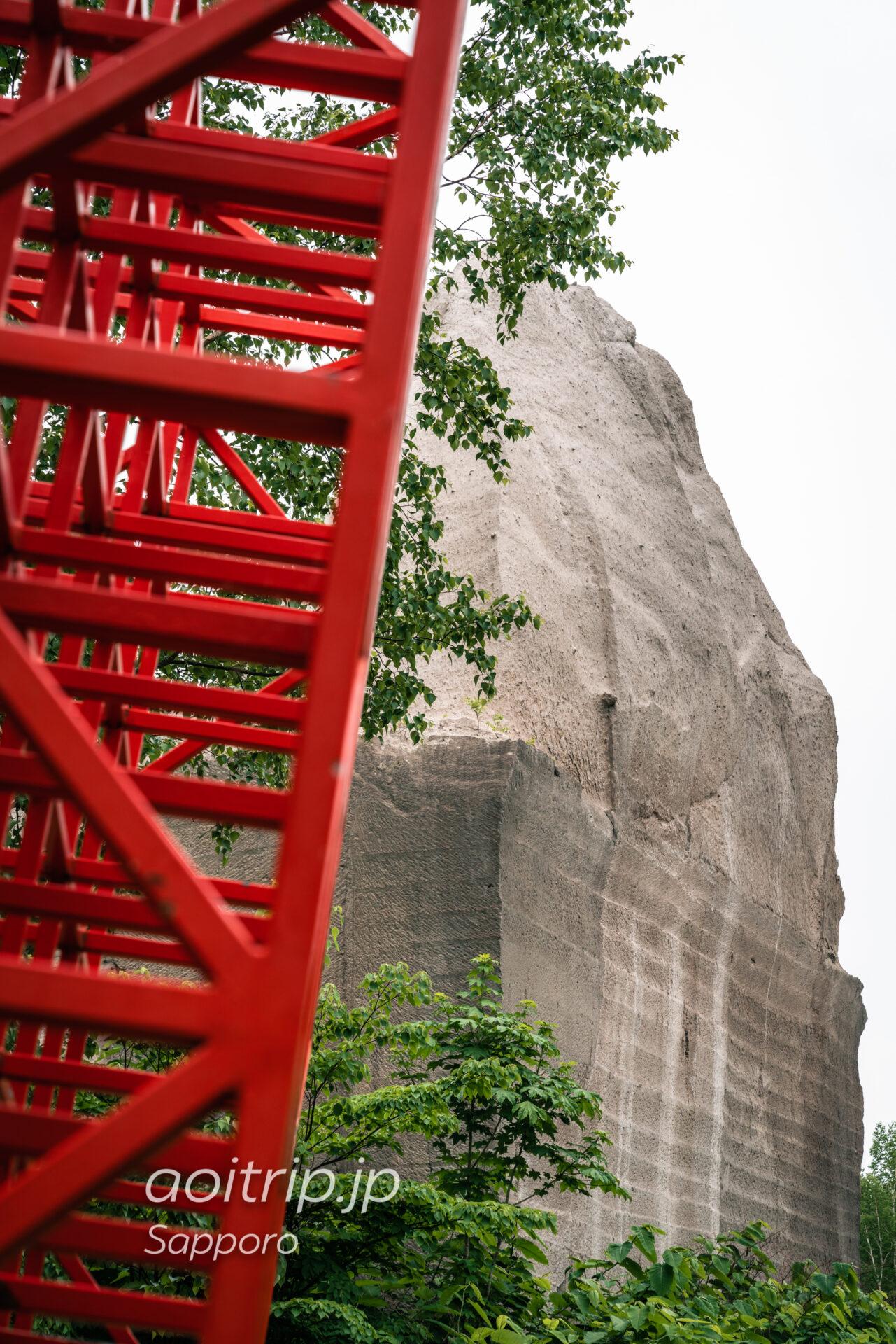 札幌 石山緑地の赤い空の箱