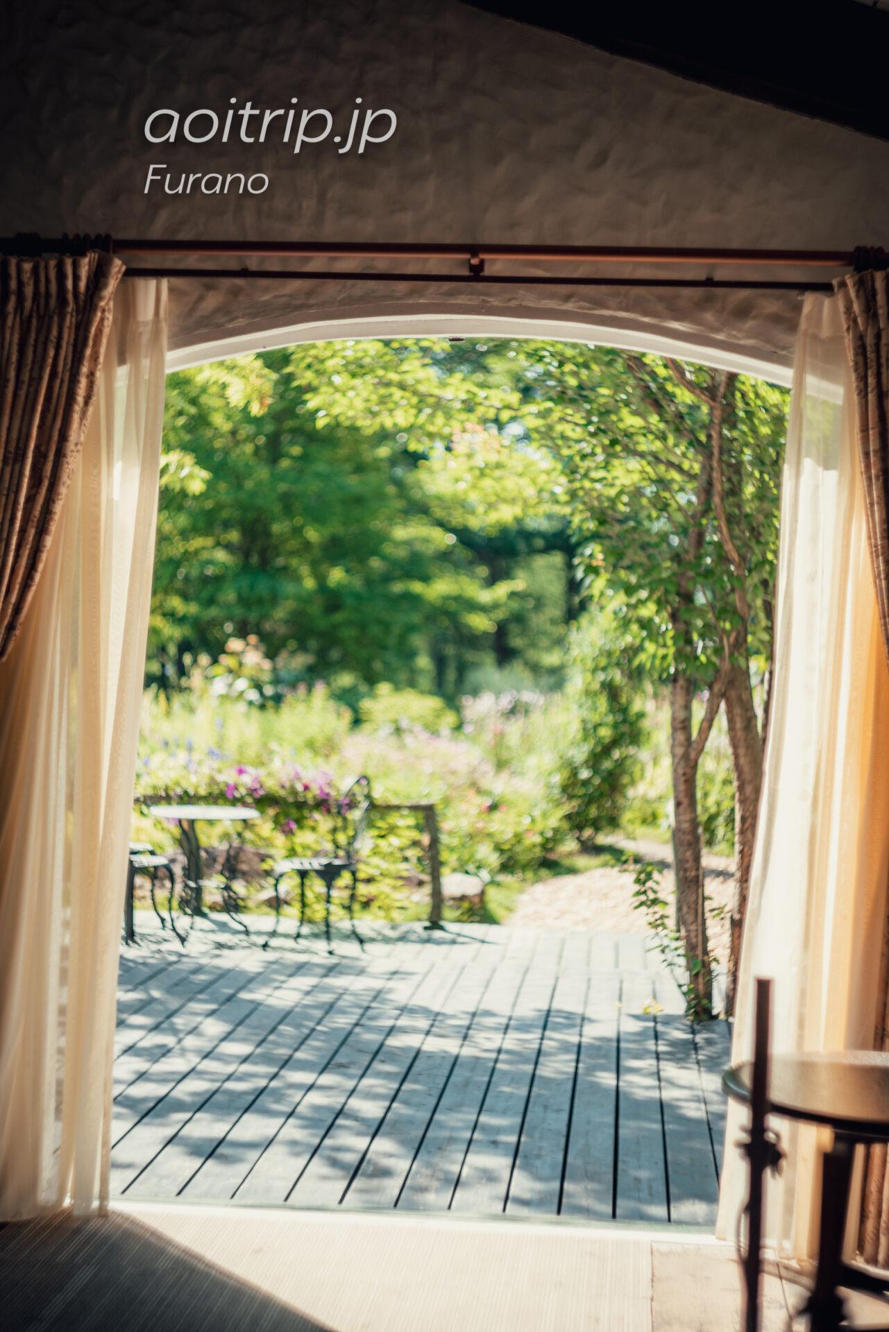風のガーデン グリーンハウスの揺れるカーテン