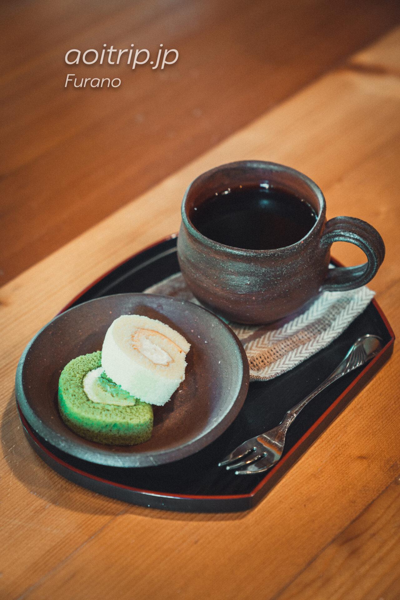 富良野の喫茶・ギャラリー「あかなら(元北時計)」のコーヒーセット