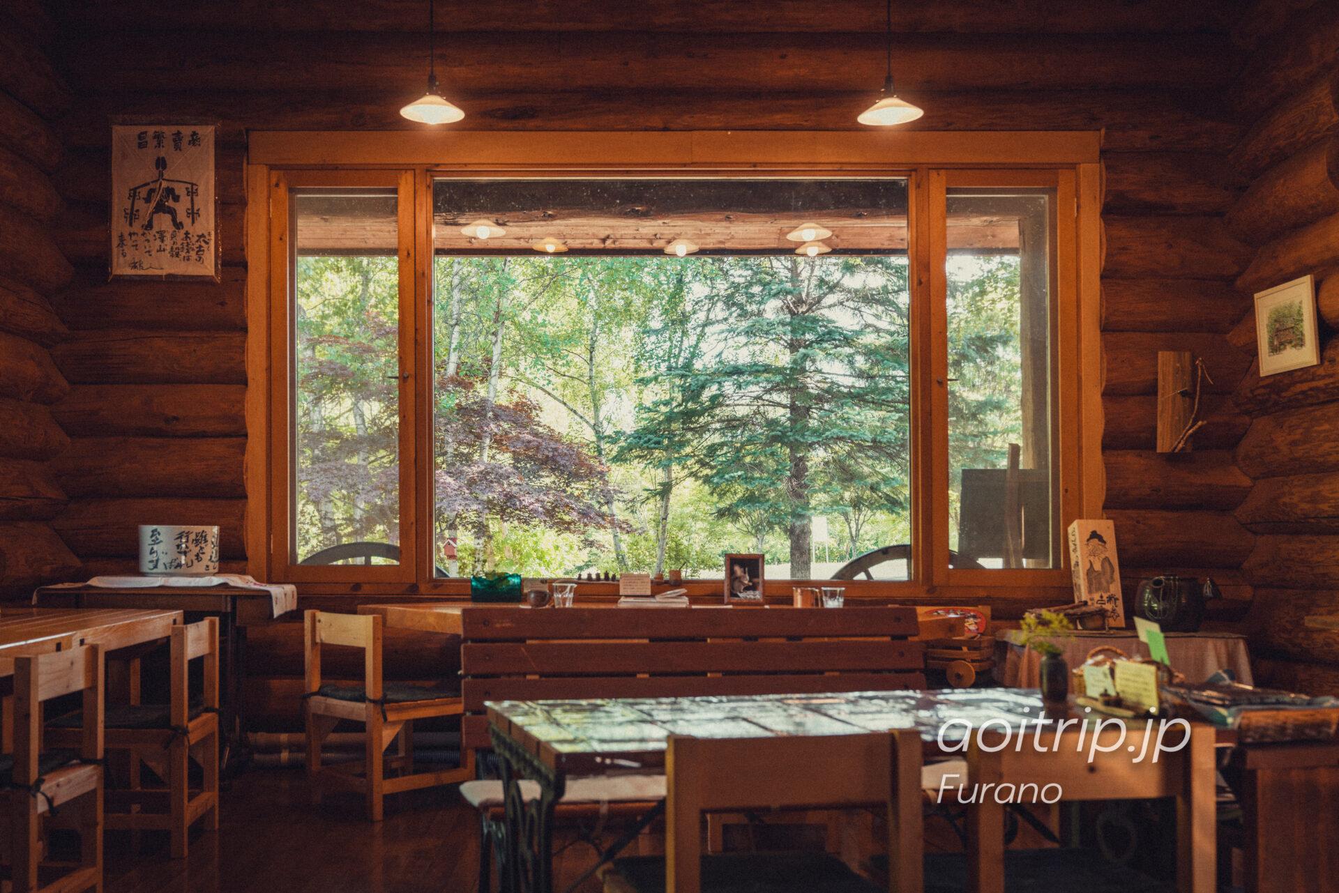 富良野の喫茶・ギャラリー「あかなら(元北時計)」の店内
