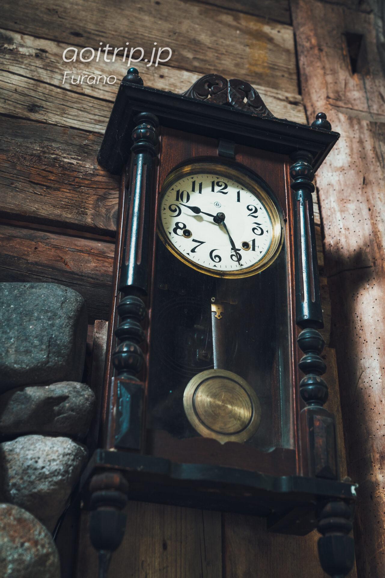 五郎の石の家(Goro's Stone House) シュウが五郎に贈った時計